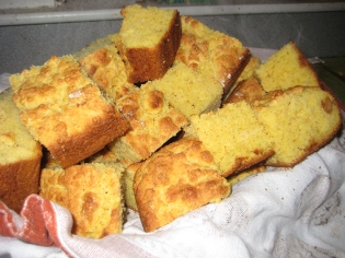 sliced corn bread